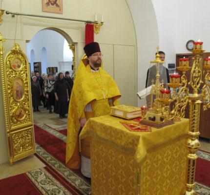 Праздничные богослужения в день памяти Казанской иконы Божией Матери